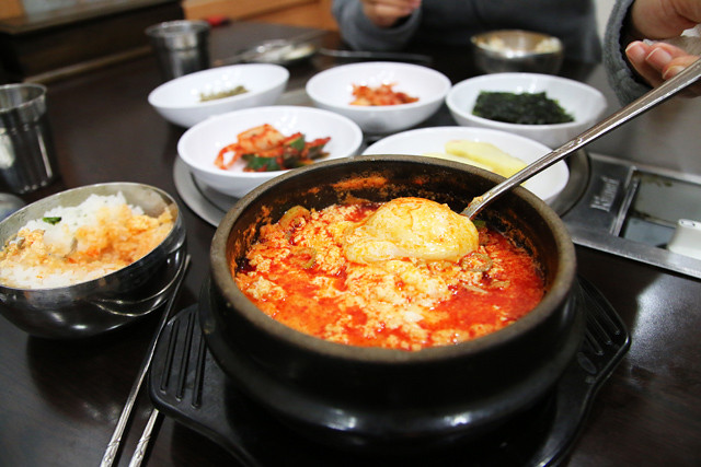 IMG 1012 640x427 Sundubu Jiggae (재동순두부)   Is This the Worlds Most Comforting Comfort Food?