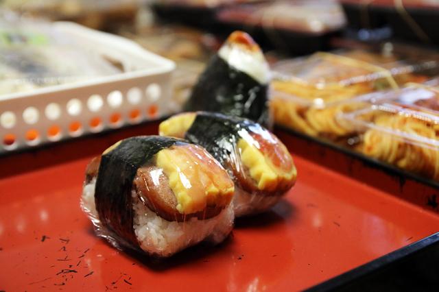 iyasume musubis 640x427 Iyasume Musubi   Heres Some Local Hawaii Food Worth Going to Waikiki For