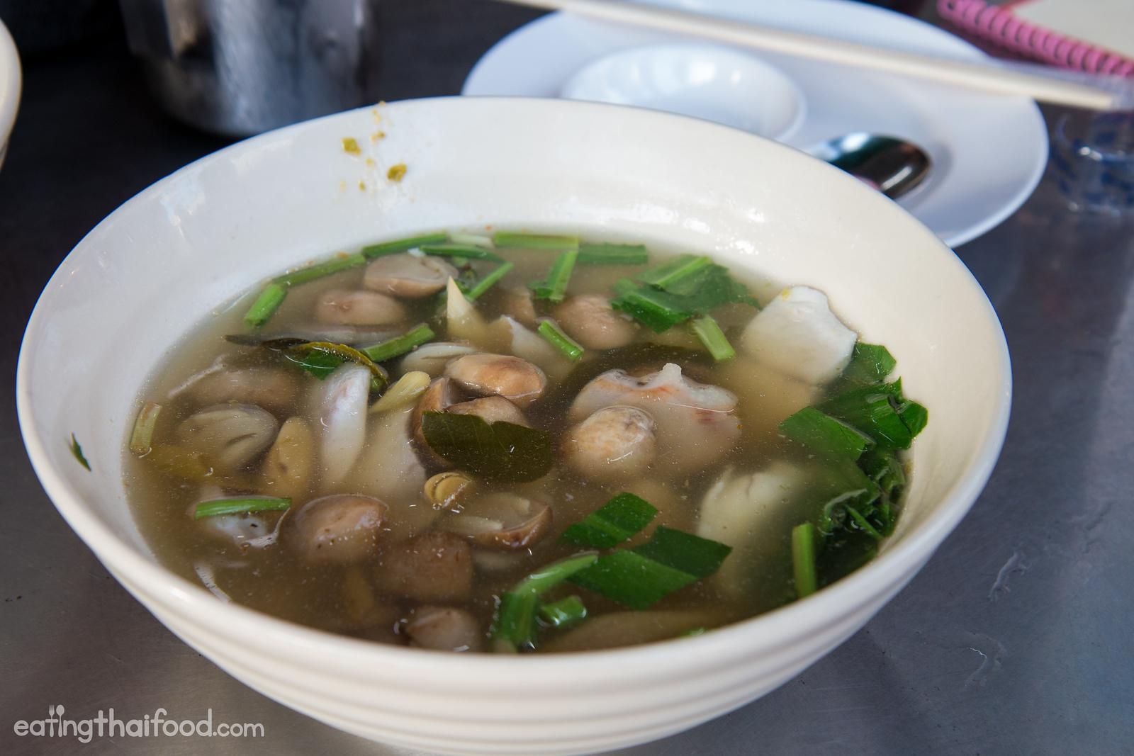 Tom yum pla kapong (ต้มยำปลากะพง)