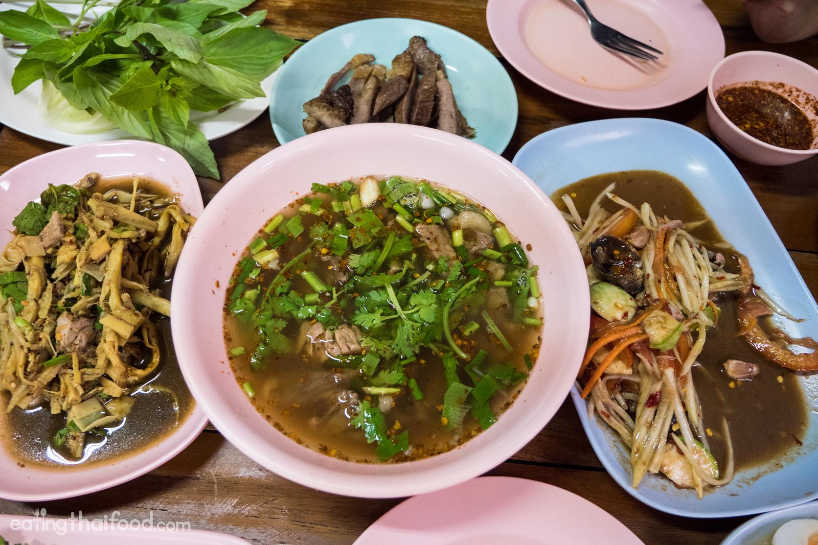 Som Tam Sida (ส้มตำสีดา) Wang Lang Market