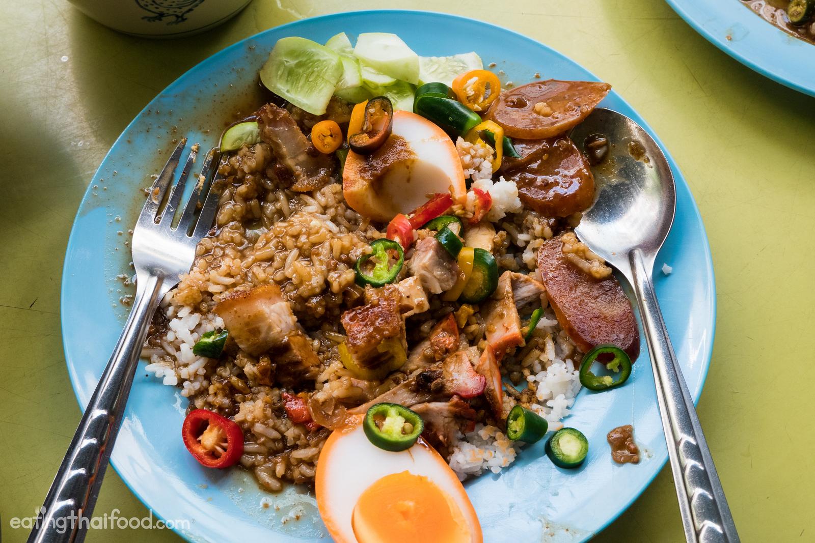 Thai khao moo daeng